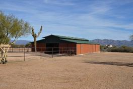 Horse Properties and Ranches with a barn for sale in Arizona